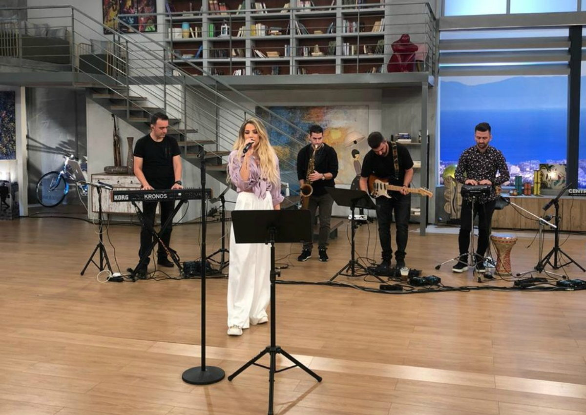 Josephine: Ξεσήκωσε το «Πρωινό» με την live εμφάνισή της! [video] | tlife.gr