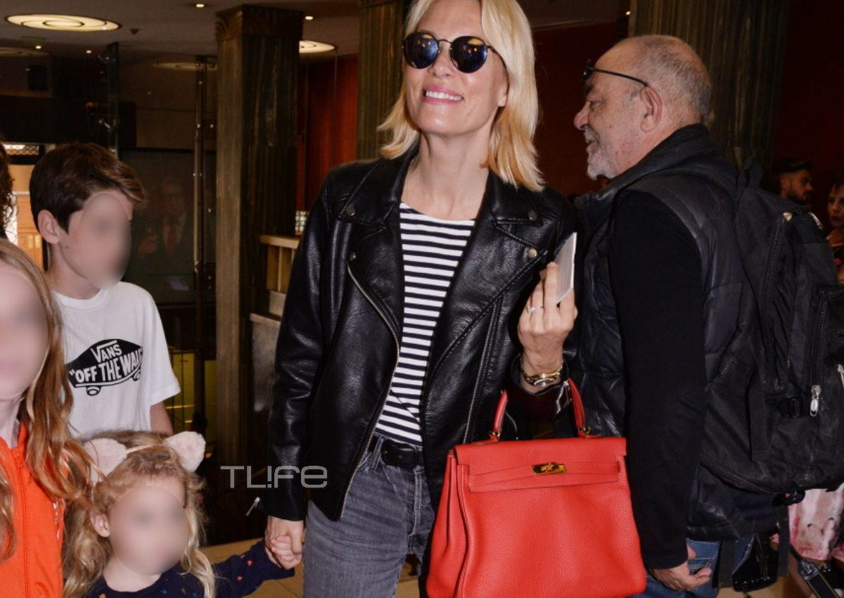 Βίκυ Καγιά: Στο θέατρο με την κόρη της, Μπιάνκα, χωρίς ίχνος μακιγιάζ! [pics] | tlife.gr