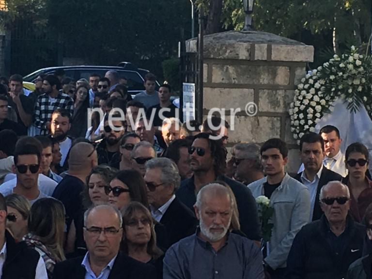 Αδαμάντιος Μαντής: Θρήνος στην κηδεία του αδικοχαμένου πολίστα – Απαρηγόρητη η μητέρα του | tlife.gr