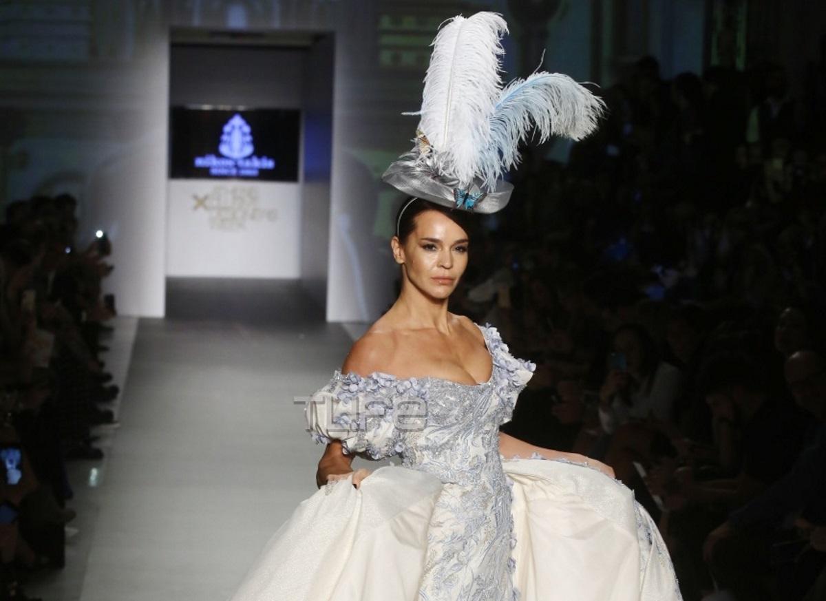 Νικολέττα Καρρά: Σαν πριγκίπισσα στην πασαρέλα της AXDW! Φωτογραφίες