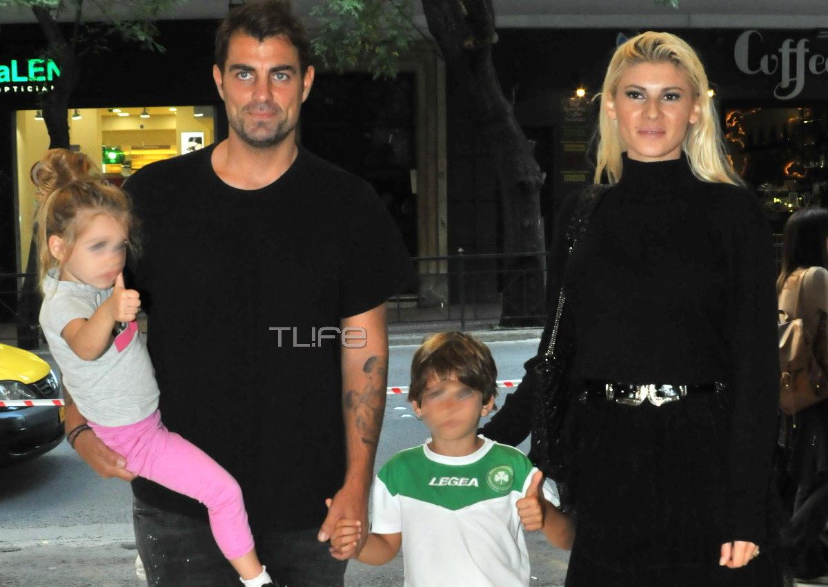 Στέλιος Χανταμπάκης – Όλγα Πηλιάκη: Full time γονείς! Στο θέατρο με τα παιδιά τους [pics] | tlife.gr