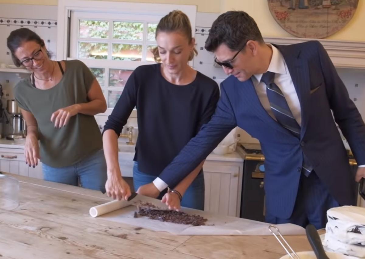 Σάκης Ρουβάς: «Εισέβαλε» αλά Τζέιμς Μποντ στην κουζίνα της Κάτιας Ζυγούλη!