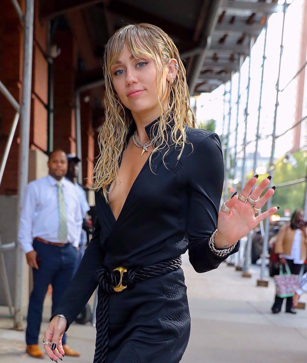 Η Miley Cyrus έχει ένα ολοκαίνουργιο κούρεμα… από τη μαμά της! | tlife.gr