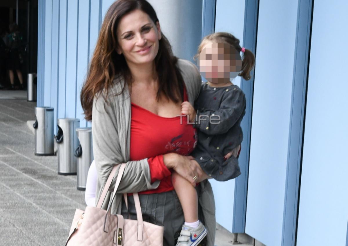 Θεοφανία Παπαθωμά: Σπάνια έξοδος με τις κόρες της, Αγάπη και Αθηνά! [pics]