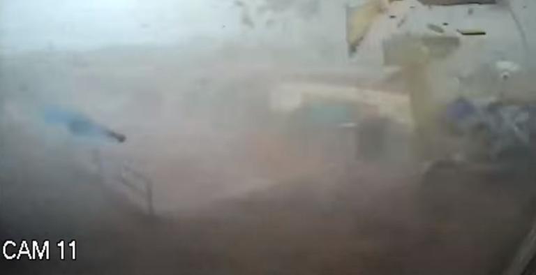 Ανεμοστρόβιλος σάρωσε την Καλαμάτα! Αδιανόητες εικόνες – video