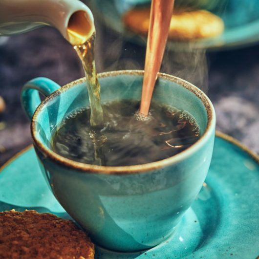 Ζεστό τσάι με μέντα και τζίντζερ | tlife.gr