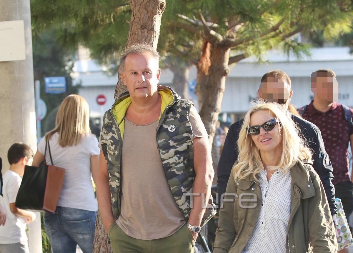 Μαρία Μπεκατώρου: Βόλτα στα νότια προάστια με τον σύζυγό της Αντώνη! [pics]