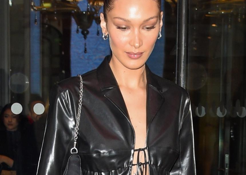 Η Bella Hadid φόρεσε leather on leather! (χωρίς τίποτα από μέσα…)   tlife.gr