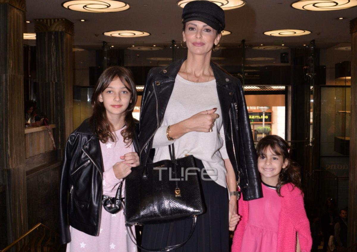 Μπέττυ Μαγγίρα: Στο κέντρο της Αθήνας παρέα με τις κόρες της! Που παρευρέθηκαν; [pics] | tlife.gr