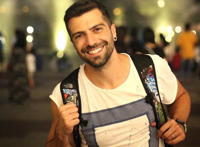 """Δημήτρης Τσακάλας: Αποκαλύπτει τον λόγο που δεν θα συμμετέχει στο remake του """"Καφέ της Χαράς""""!"""