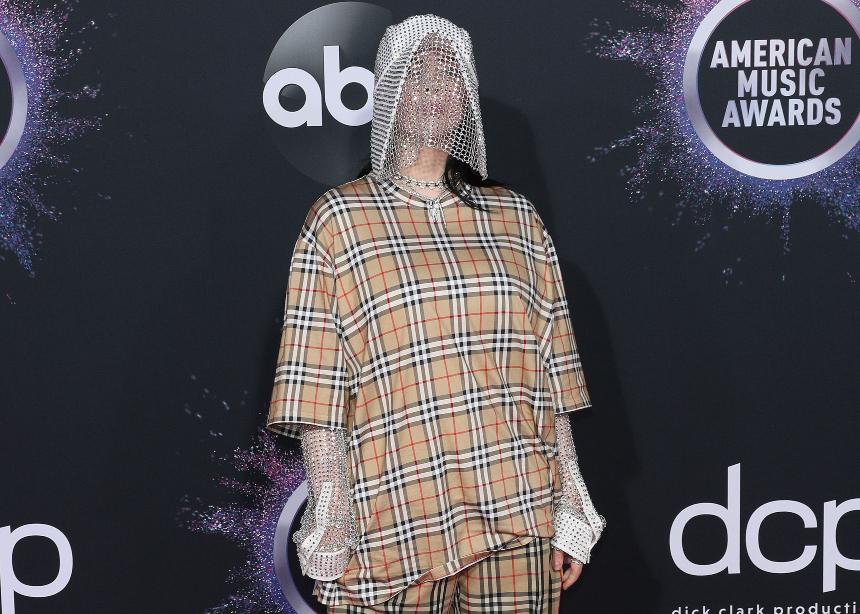 Μόνο η Billie Eilish θα εμφανιζόταν με αυτό το look στο red carpet | tlife.gr
