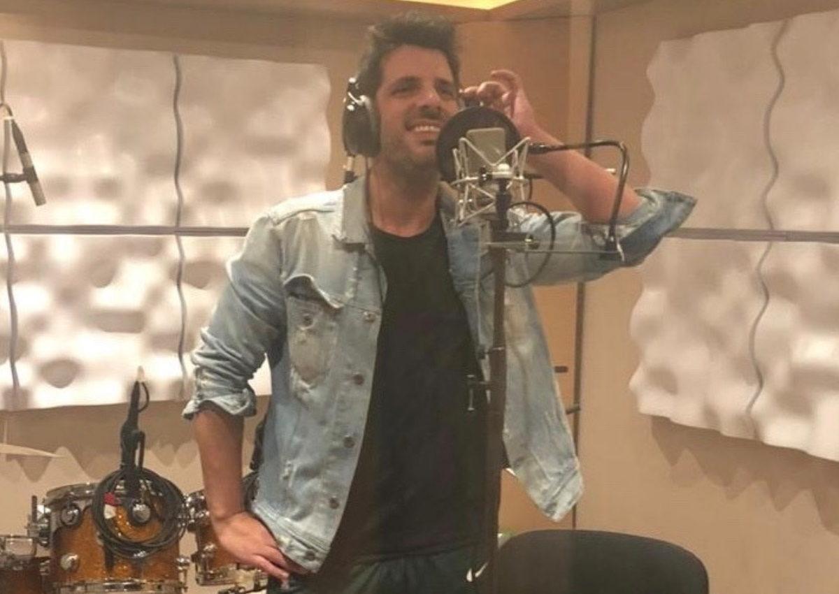 Θοδωρής Φέρρης: Τον «τσακώσαμε» στο studio! Τι ετοιμάζει ο αγαπημένος λαϊκός τραγουδιστής; | tlife.gr
