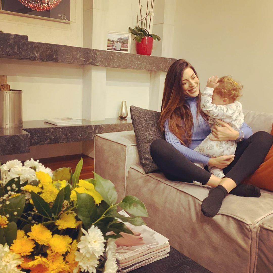 Φλορίντα Πετρουτσέλι: Η φωτογραφία με την κόρη της και το μήνυμα για την εγκυμοσύνη της!