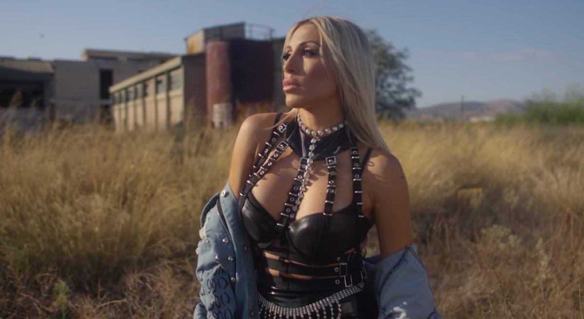 Μαρία Καρλάκη: Τρυπώσαμε στα γυρίσματα του video clip για το νέο της single «Μου 'χεις λείψει καληνύχτα» | tlife.gr