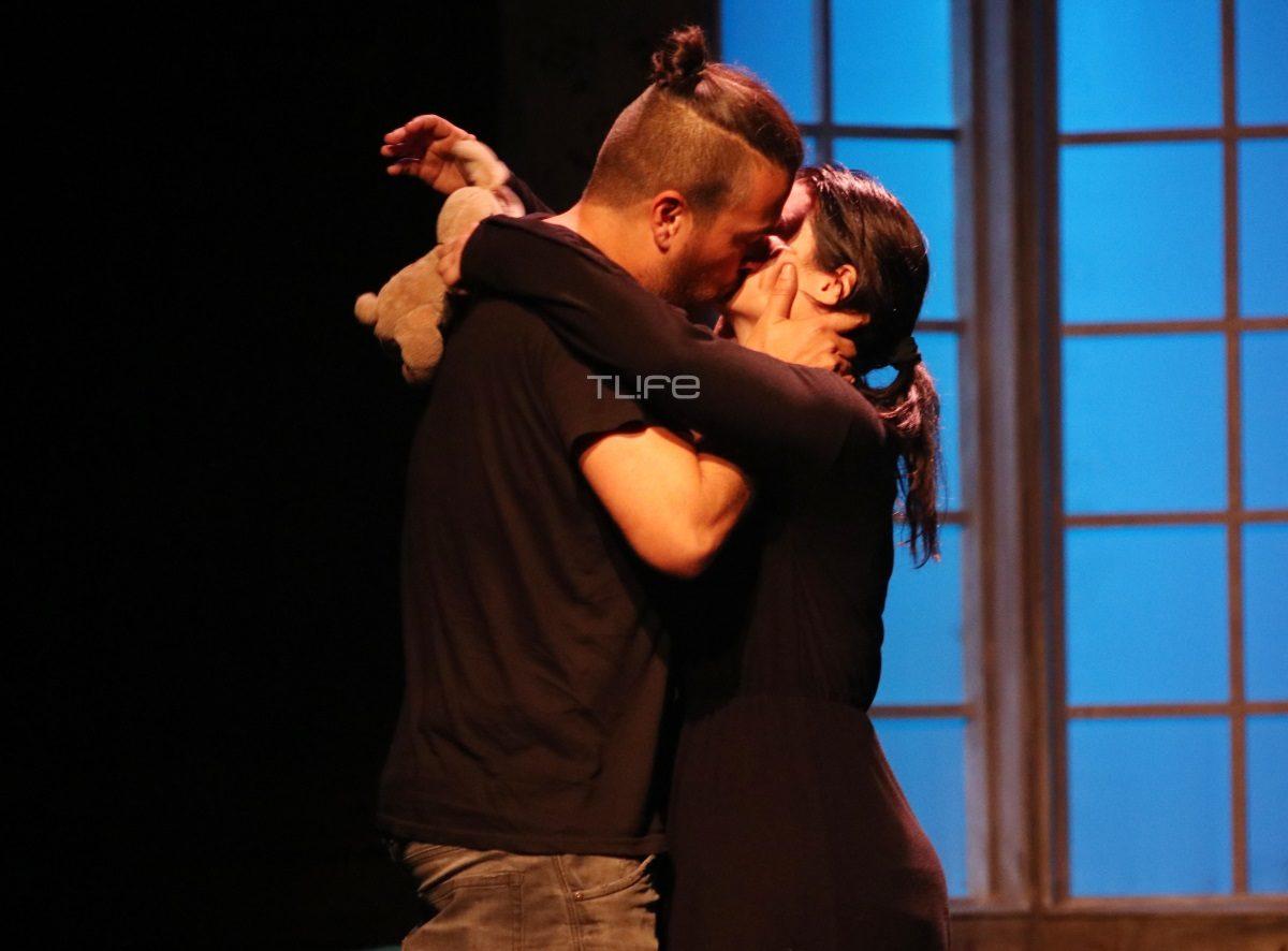 Μαρία Κορινθίου – Γιάννης Αϊβάζης: Τους καμάρωσαν οι γονείς τους στην πρεμιέρα τους! Το τρυφερό φιλί επί σκηνής [pics]   tlife.gr