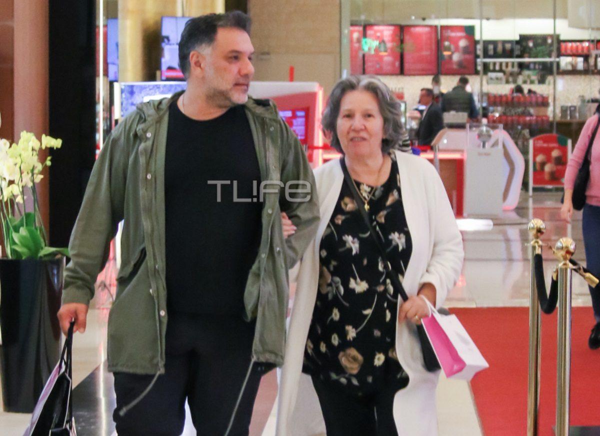 Γρηγόρης Αρναούτογλου: Για αγορές στα βόρεια προάστια μαζί με τους γονείς του! [pics] | tlife.gr