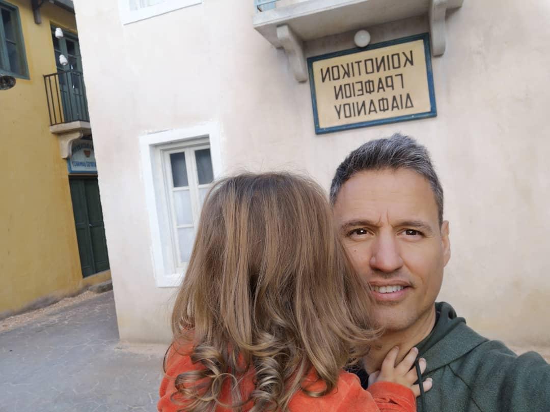 Θεοφανία Παπαθωμά: Στο Διαφάνι ο Γρηγόρης Πετράκος αγκαλιά με την κόρη τους (εικόνα)