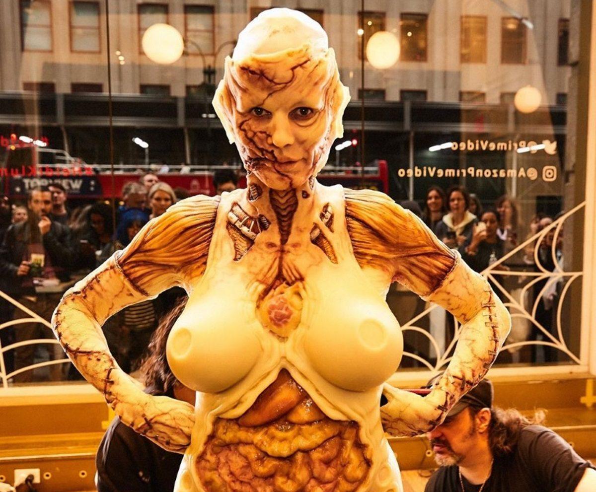 Η επική μεταμφίεση της Heidi Klum για το φετινό Halloween! Καρέ – καρέ η μεταμόρφωσή της | tlife.gr