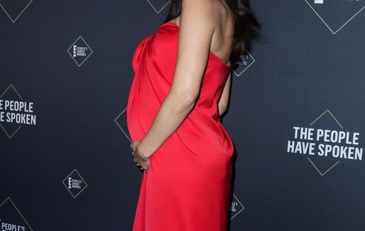 Διάσημη ηθοποιός είναι έγκυος! Η πρώτη δημόσια εμφάνισή της με φουσκωμένη κοιλιά [pics] | tlife.gr