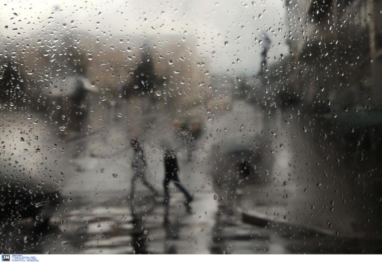 """Καιρός αύριο: """"Τσαγκαροδευτέρα"""" με βροχές και καταιγίδες"""
