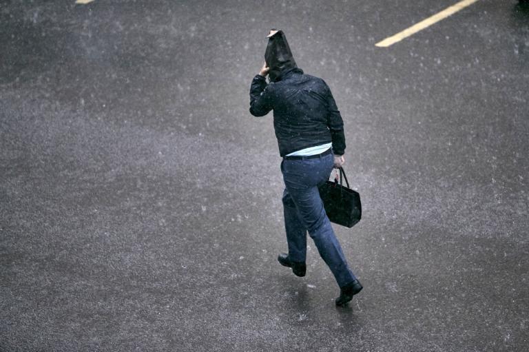 Καιρός αύριο: Βροχές, σποραδικές καταιγίδες και νέα άνοδος για τη θερμοκρασία