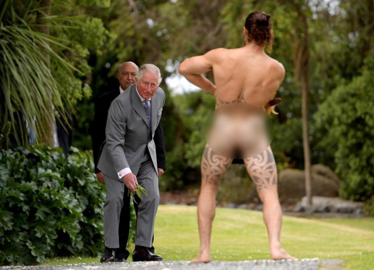 Τα… είδε όλα ο πρίγκιπας Κάρολος! Η συνάντησή του με γυμνό Μαορί