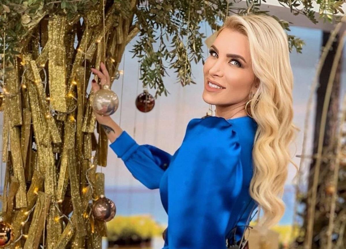Κατερίνα Καινούργιου: Μας δείχνει το εντυπωσιακό χριστουγεννιάτικο δέντρο στο πατρικό της!