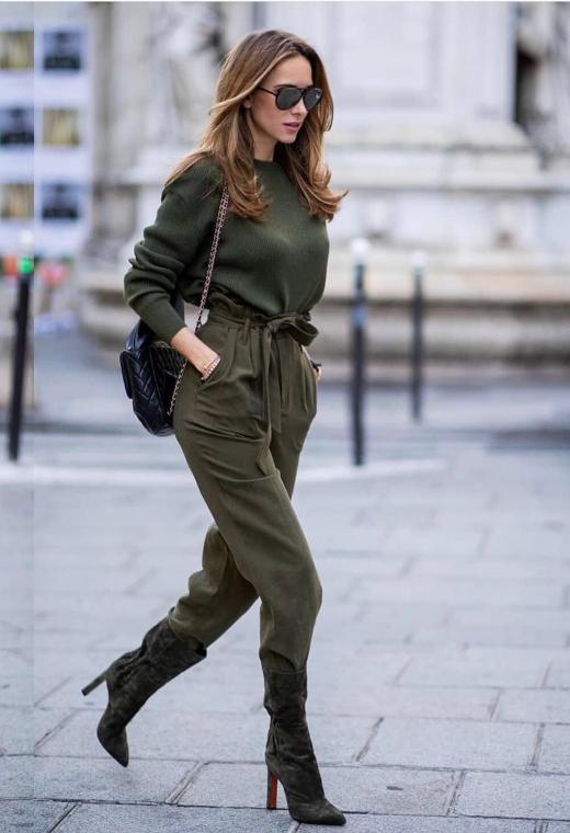 Παρίσι με khaki σύνολο