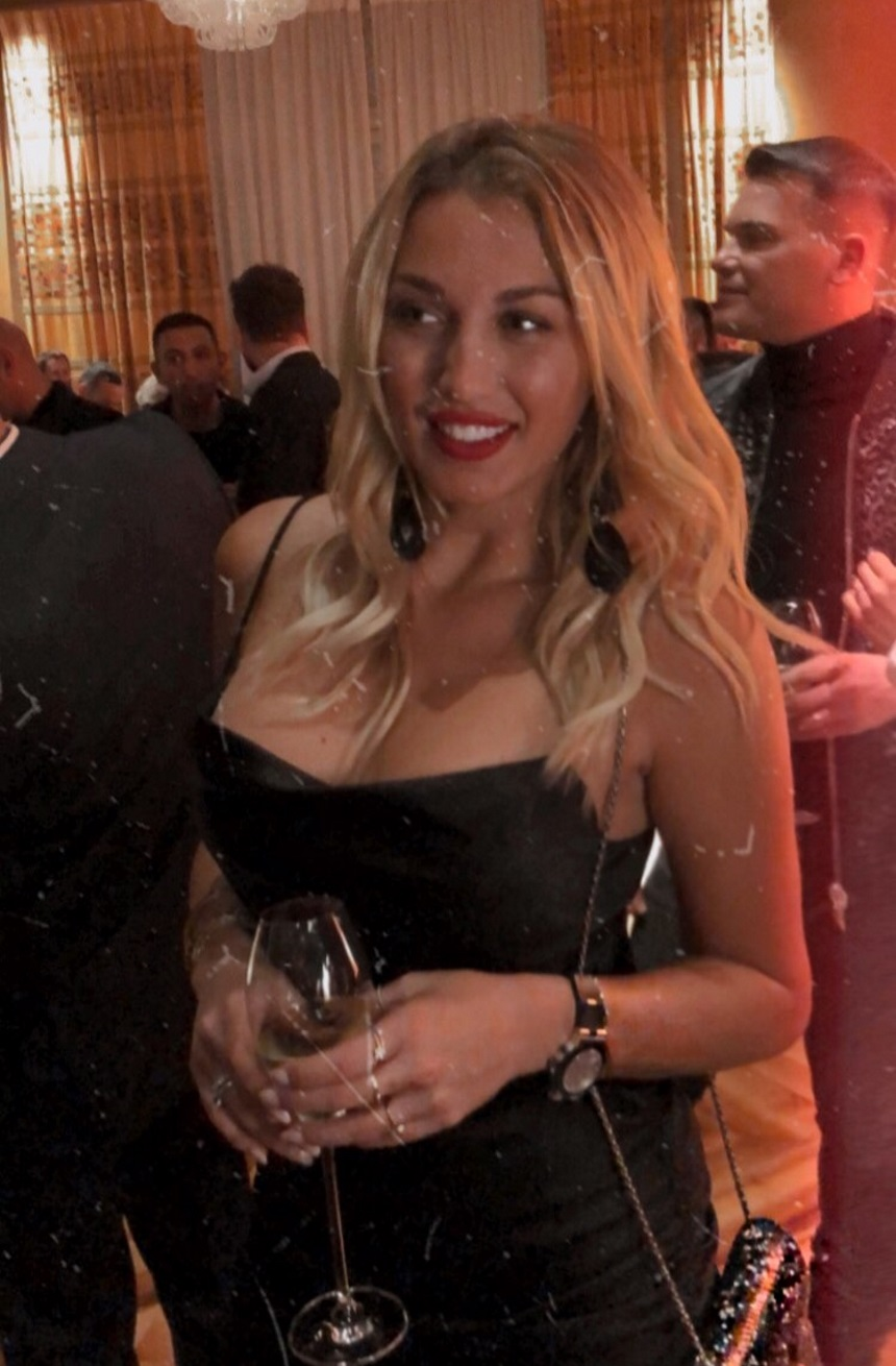 Κωνσταντίνα Σπυροπούλου: Με αβυσσαλέο ντεκολτέ σε βραδινή της έξοδο στο Λονδίνο [pics]