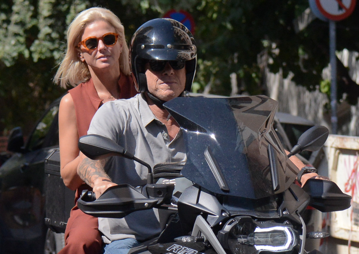 Χριστίνα Κοντοβά – Τζώνη Καλημέρης: Βόλτα με τη μηχανή στο κέντρο της Αθήνας! [pics]