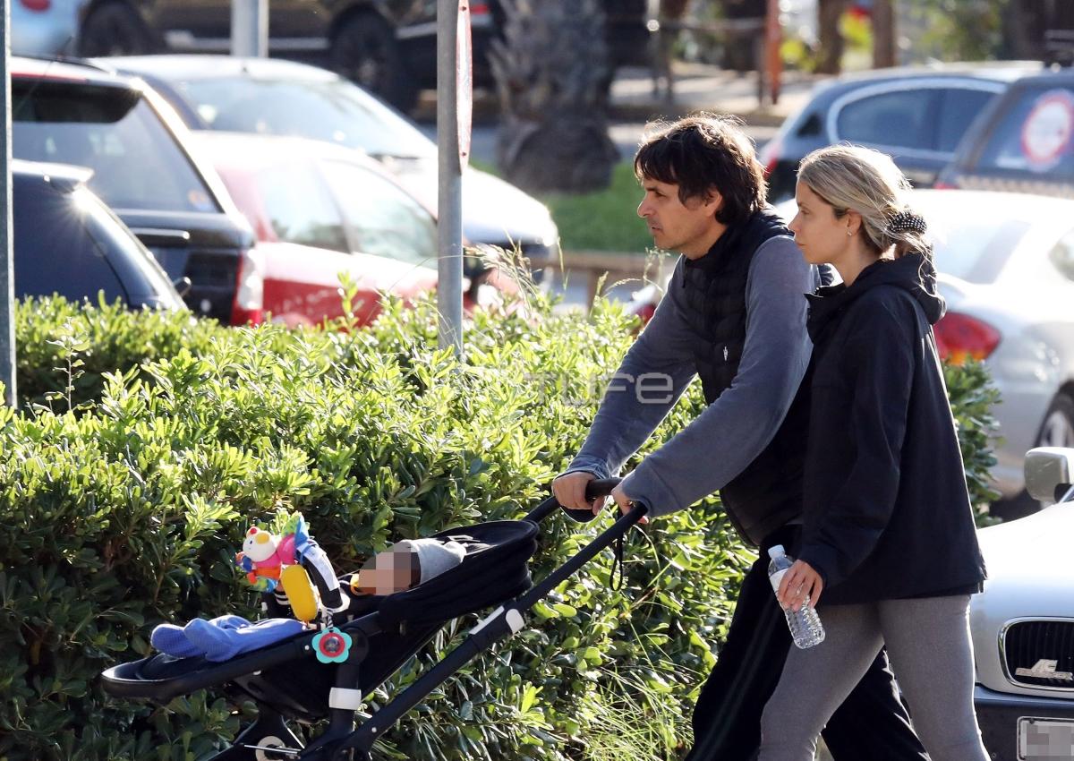 Νίκος Κριθαριώτης: Είναι ο καλύτερός μπαμπάς! Βόλτα στη Βουλιαγμένη με την σύζυγο και τον γιο!