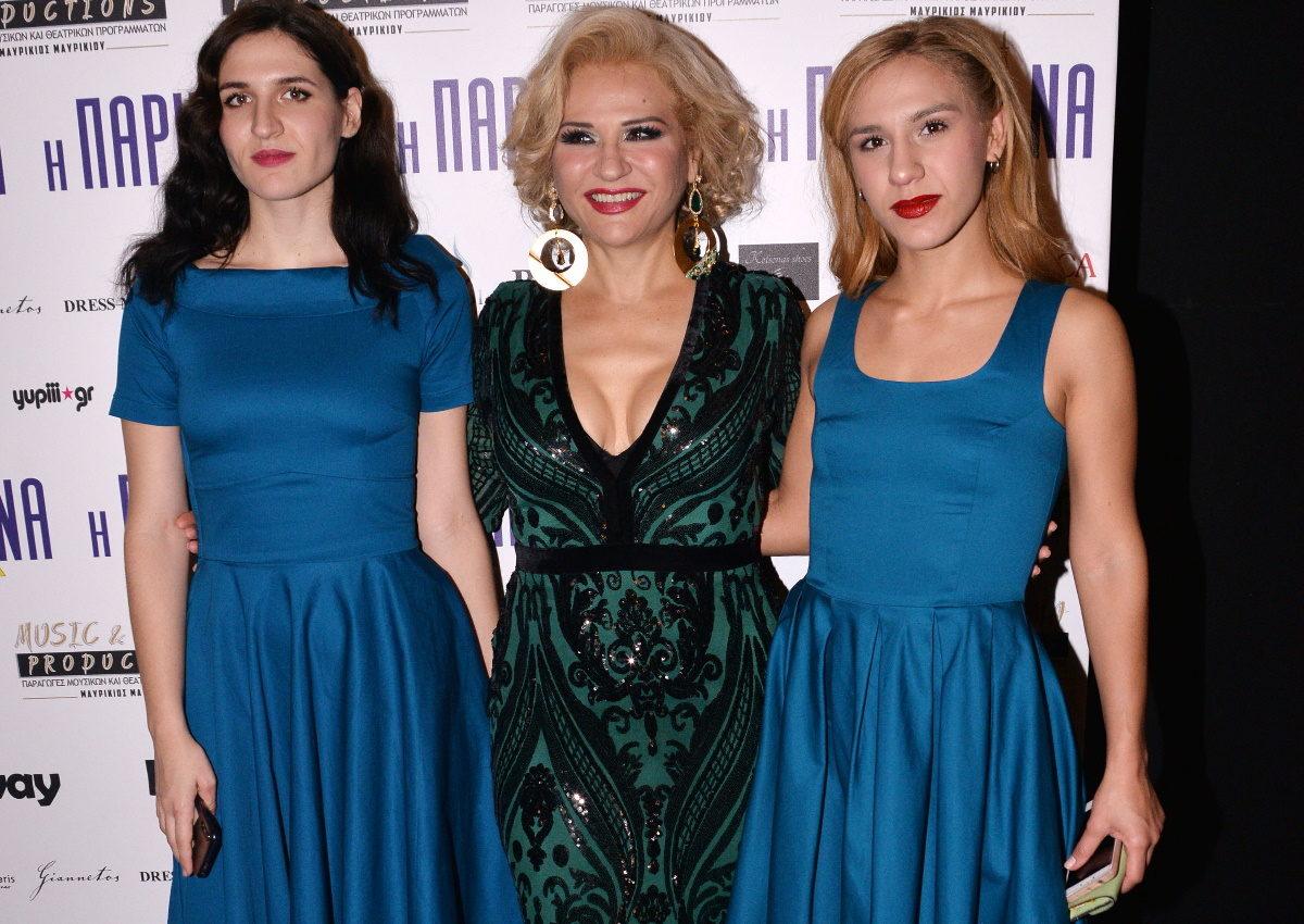 Μπέσυ Μάλφα: Έκανε πρεμιέρα στην «Παριζιάνα» με τις κόρες της στο πλευρό της! [pics] | tlife.gr