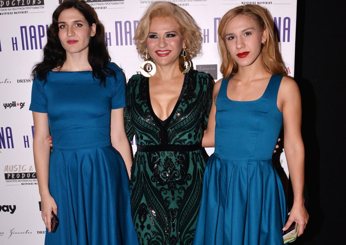 """Μπέσυ Μάλφα: Έκανε πρεμιέρα στην """"Παριζιάνα"""" με τις κόρες της στο πλευρό της! [pics]"""