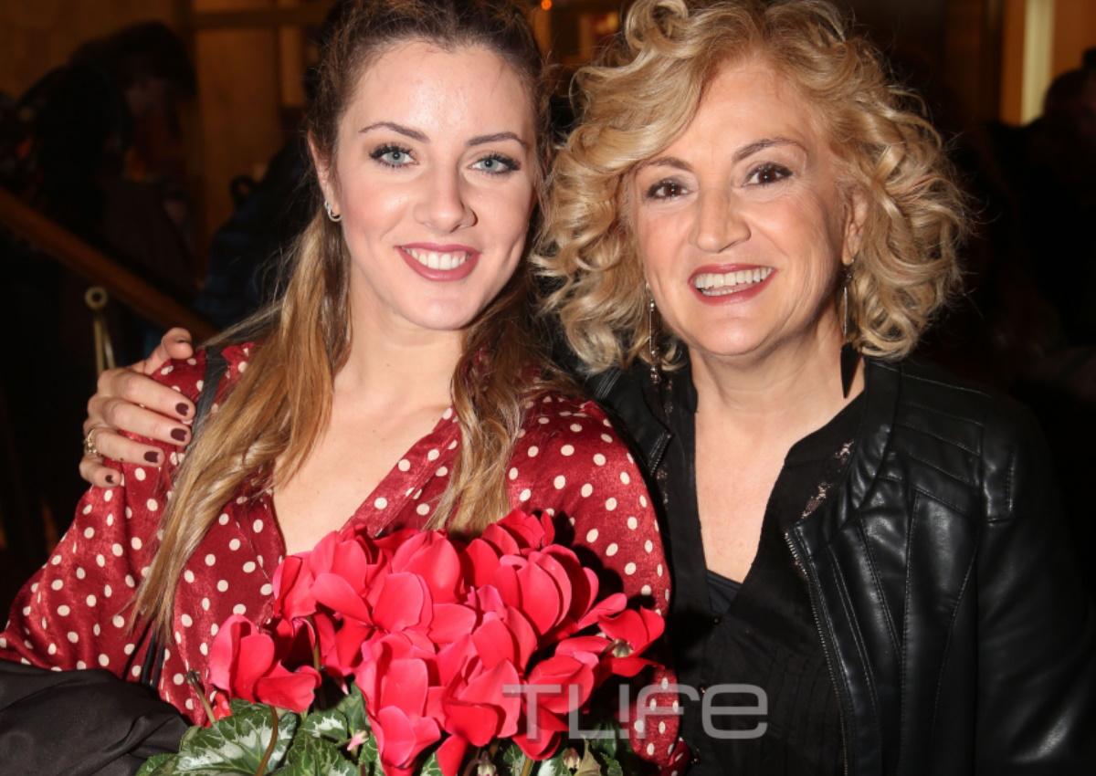 Υρώ Μανέ: Στο πλευρό της κόρης της, Φαίδρας Νταϊόγλου, στην θεατρική πρεμιέρα της! [pics]