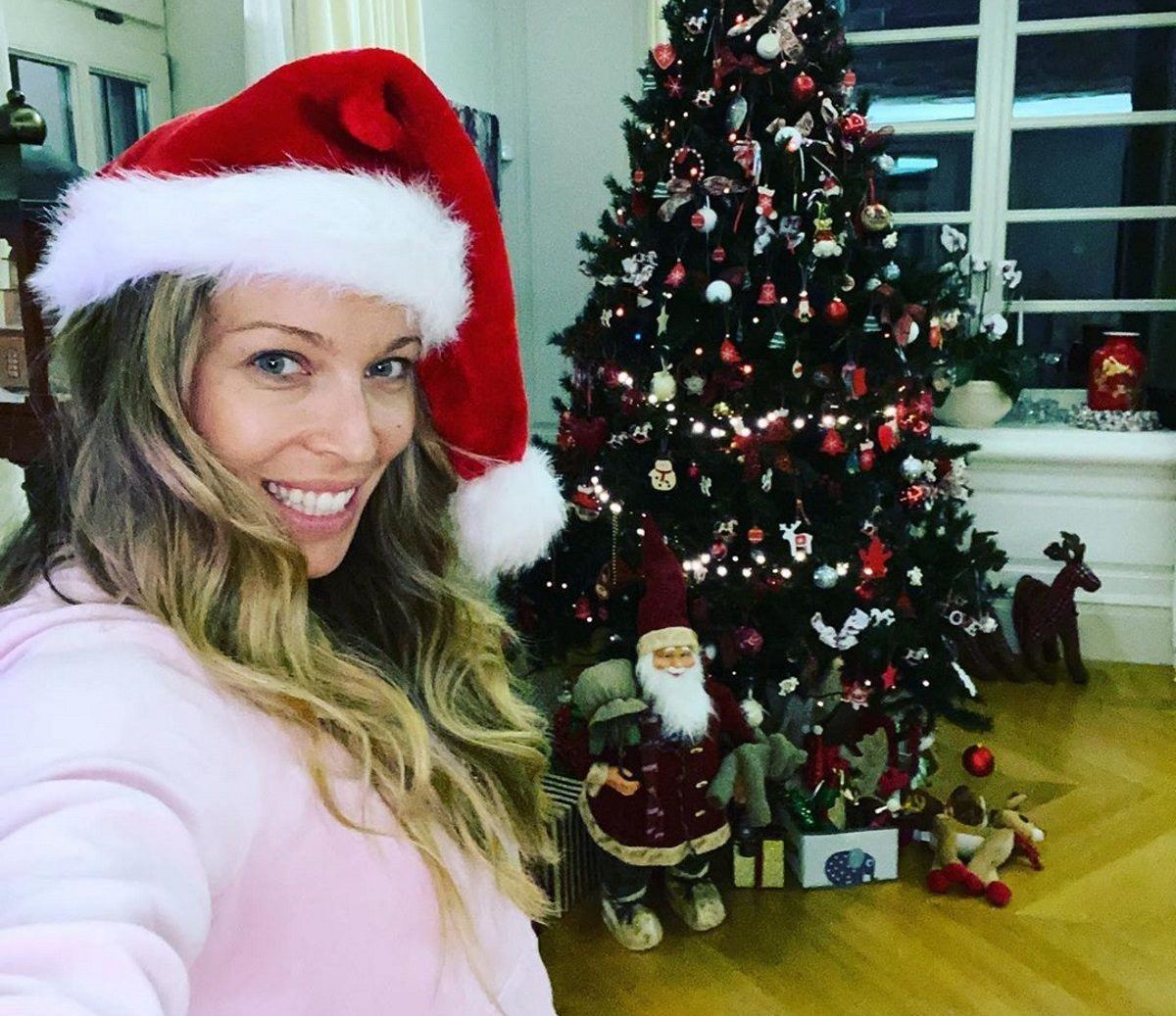 Μαριέττα Χρουσαλά: Μπήκε σε Christmas mood! Το εντυπωσιακό χριστουγεννιάτικο δέντρο της [pics] | tlife.gr