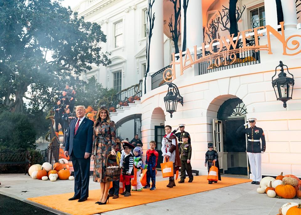 Melania και Donald Trump: Γιόρτασαν μεγαλοπρεπώς το Ηalloween στο Λευκό Οίκο! Φωτό και βίντεο