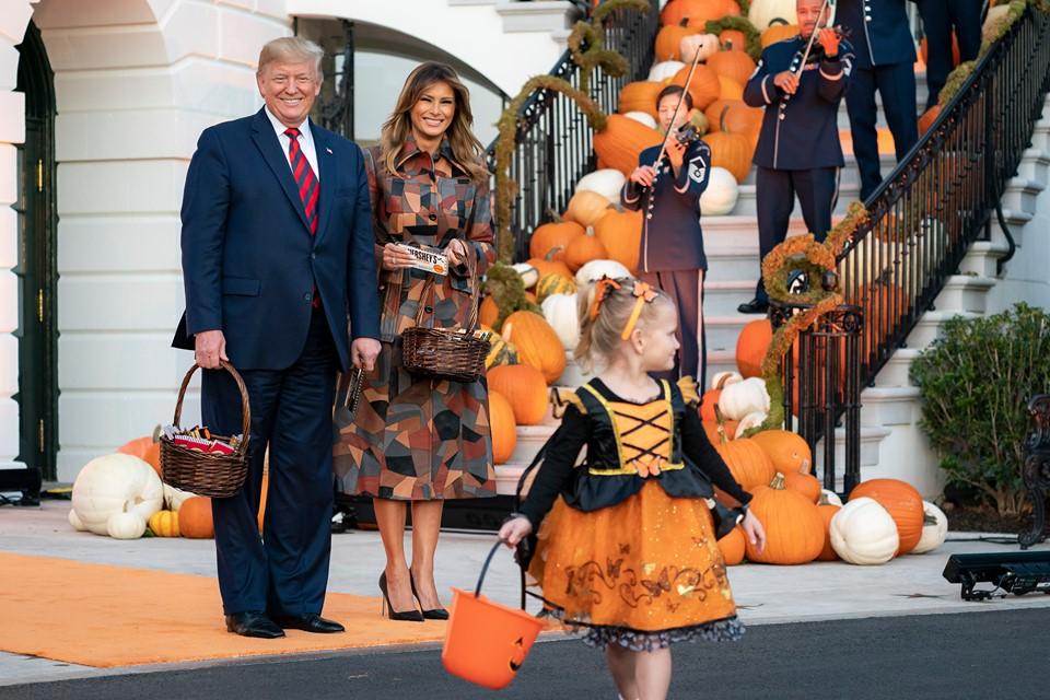 Melania και Donald Trump: Γιόρτασαν μεγαλοπρεπώς το Ηalloween στο Λευκό Οίκο! Φωτό και βίντεο | tlife.gr
