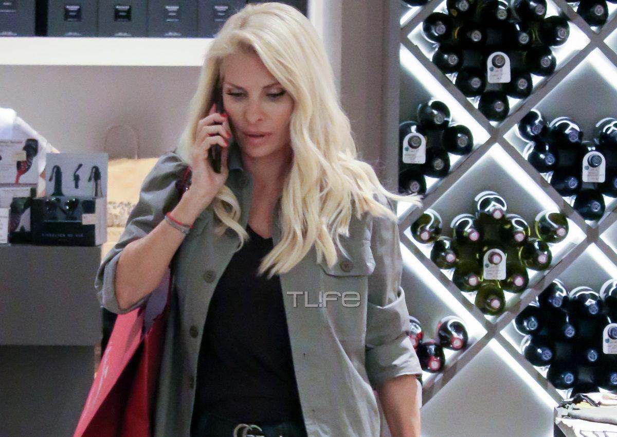Ελένη Μενεγάκη: Για αγορές στο Μαρούσι με casual look! [pics] | tlife.gr