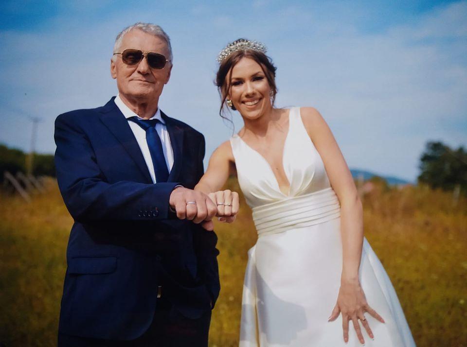 74χρονος χωρίζει την 21χρονη σύζυγό του γιατί την έπιασε να φιλιέται με 60χρονο! [pics] | tlife.gr