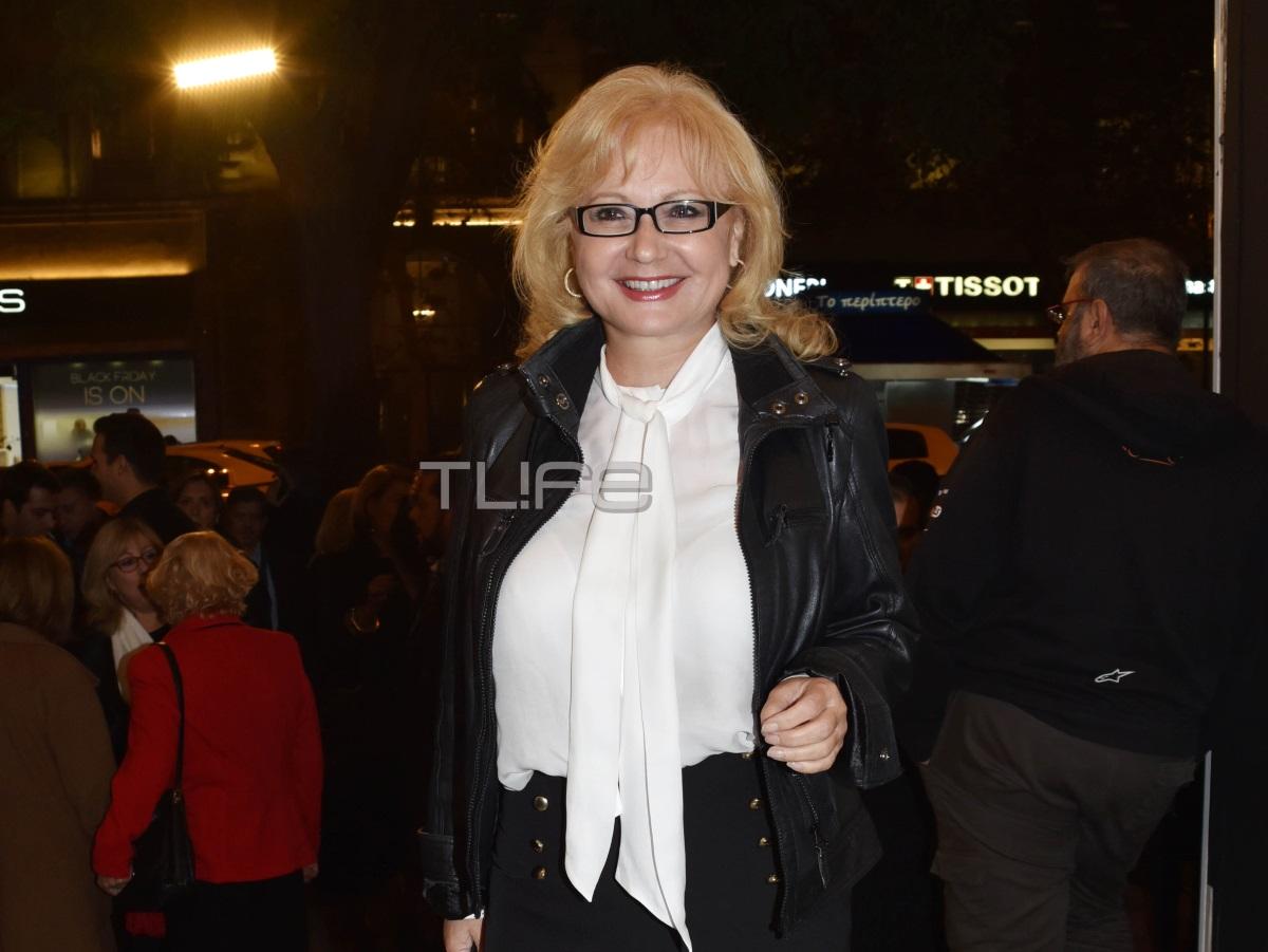 Αγγελική Νικολούλη: Βραδινή έξοδος στο θέατρο μετά από καιρό με chic εμφάνιση [pics]