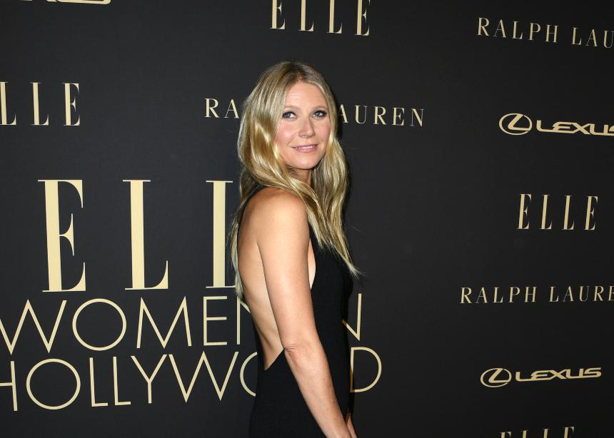 Total black! Η Gwyneth Paltrow σου δείχνει πως θα το φορέσεις με style | tlife.gr