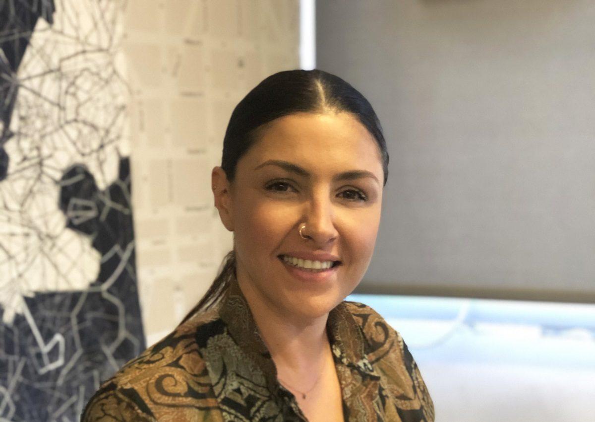Έλενα Παπαρίζου: Ανανέωσε τη συνεργασία της με τη Minos EMI! | tlife.gr