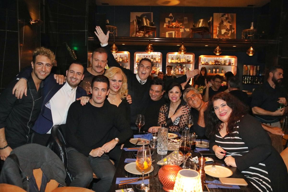 """Η """"Παριζιάνα"""" έκανε πάρτι! Φωτογραφίες με τους πρωταγωνιστές"""