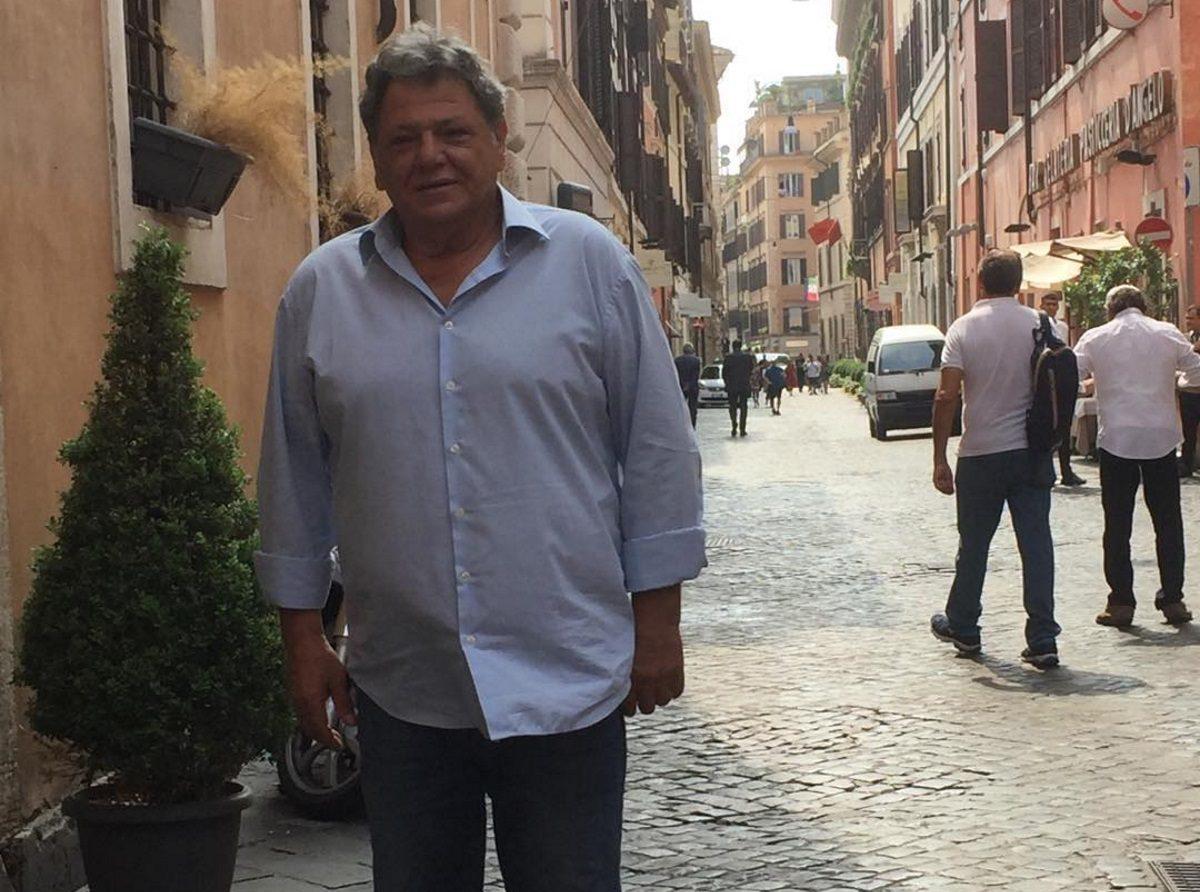 Γιώργος Παρτσαλάκης: Επέστρεψε στη δουλειά μετά το ατύχημα που είχε στο πόδι του   tlife.gr
