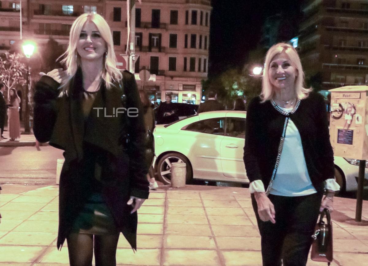 Έλενα Ράπτη: Βραδινή βόλτα στην Θεσσαλονίκη μαζί με τη μητέρα της! [pics]