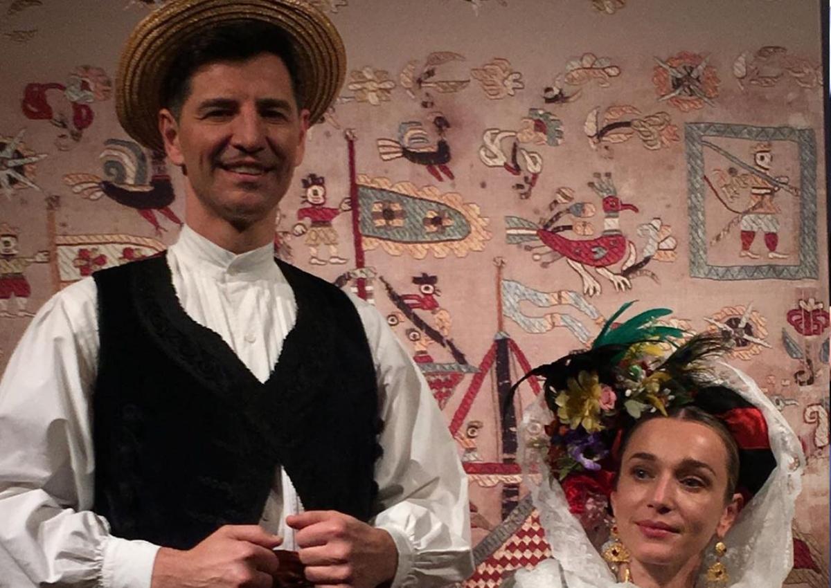 Σάκης Ρουβάς – Κάτια Ζυγούλη: Ποζάρουν με παραδοσιακές φορεσιές στο Μουσείο Μπενάκη!