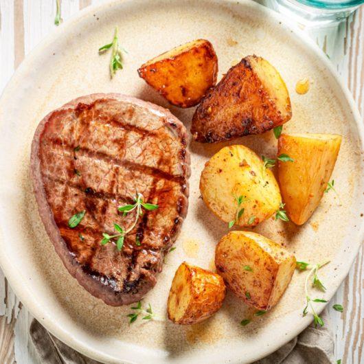 Λαχταριστό φιλέτο με πατάτες στο φούρνο | tlife.gr