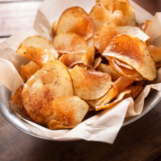 Σπιτικά πατατάκια με πάπρικα στο φούρνο | tlife.gr