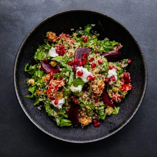 Χορταστική σαλάτα με ρόδι και ρόκα | tlife.gr