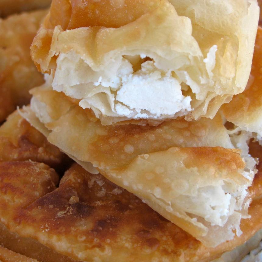Σπιτική τυρόπιτα με τραγανό φύλλο